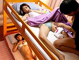 二段ベッドで姉妹丼