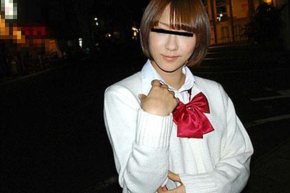 素人四畳半生ハメ 夜の街でナンパした制服が似合う女の子 佐伯愛香