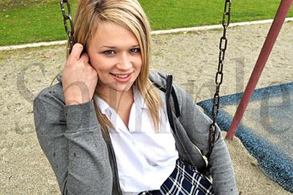 幼顔の彼女は迫力ボディーの持ち主で・・・待望のシリーズ第3弾 金8学園 ヘザー