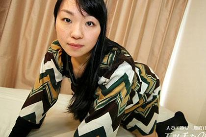 愛液が滲み出る卑猥な奥様 岩井史子