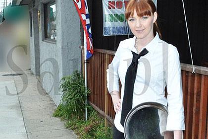 ローカルの愛嬌を振りまくピザ屋の巨乳ウェイトレス 金髪のお仕事 Vol.2 マリー