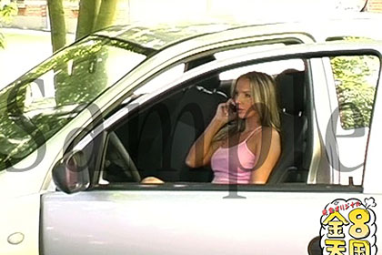 エロ人妻、旦那がいないうちにセックスフレンドを呼び出して運転席からチンポおねだり!/青姦露出 / レーシー