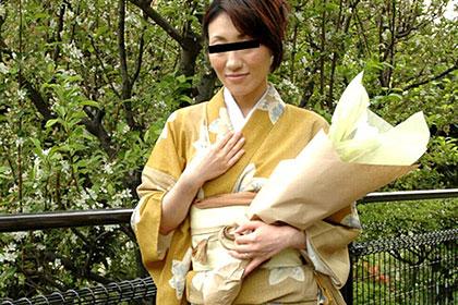 生け花を嗜む女 多岐川秀美