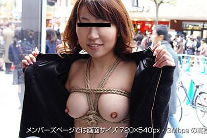 人の往来する通りで乳首露出!火照る体を虐めて下さい。 安原那美 30歳