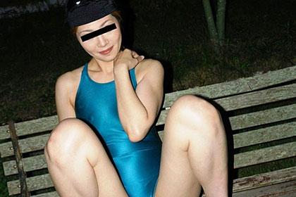 熟女競泳水着 夜の野外露出 結城菜々美