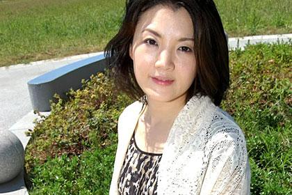 人に見られ、感じる淫らな人妻 町田咲