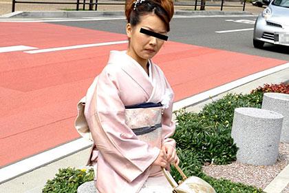 うなじの綺麗な和服妻 御子柴悦子