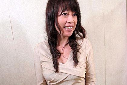 夫に電話をさせながら人妻をハメる スキモノバツイチ熟女 秋川真理