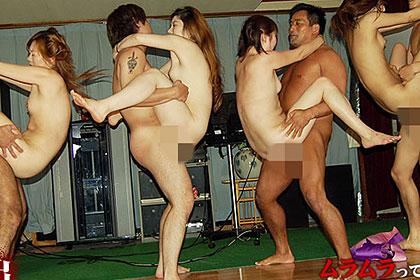 浴場・宴会場が乱交広場へと化すAV男優主催の過激な温泉ツアーを撮影しました