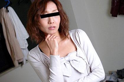 夫に電話をさせながら人妻をハメる 女芸人・小原○子似の奥さん 石田亜樹