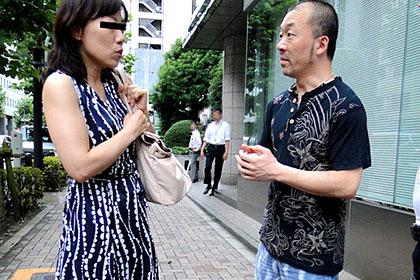 奥さん、今はいてる下着を買い取らせて下さい! 〜シミ付き赤い下着〜青田友里 他