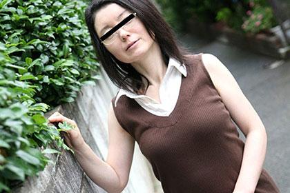 老眼鏡の似合う奥様 〜眼鏡をかけたまま生姦〜雪乃さゆり