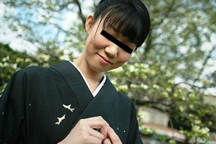 うなじの綺麗な和服美人 山崎ゆりこ