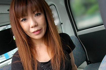 安達康恵 33歳