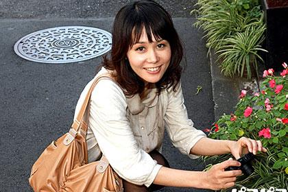 美人奥様 趣味のカメラで逆ナン! 相田ユリア