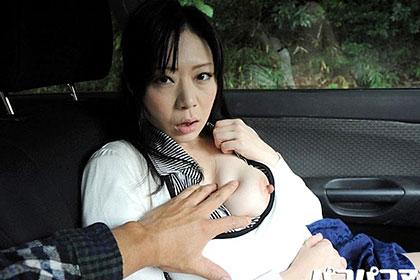 ここでオナニーしてください 玄関で即尺する淫乱熟女 杉本恵理子