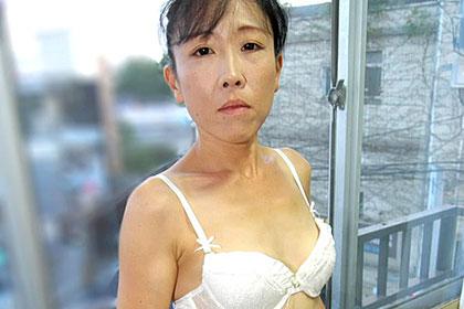 太ったクリで濡れる熟妻 高村多恵子
