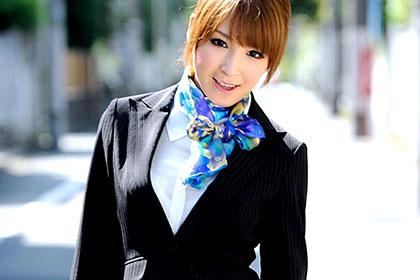 汚されたCA 美しい顔がザーメンまみれに・・ 篠◯麻里子似の清楚なCAがぶっかけ3P 椎名ひかる