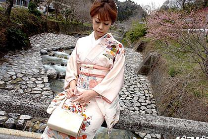 三十路熟妻が着物姿で大胆カーセックス 池田郁子
