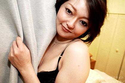 こう見えてもSな人には弱いんです・・美人痴女妻の淫らな腰振り 青戸美香
