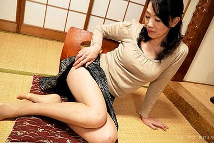 夫とのセックスレスに悩む五十路熟妻 浅羽有希子