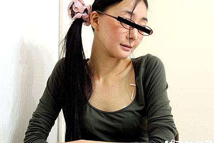 メガネの奥のエロ心 黒髪ストレート美女に中出し三昧 双葉ゆきえ