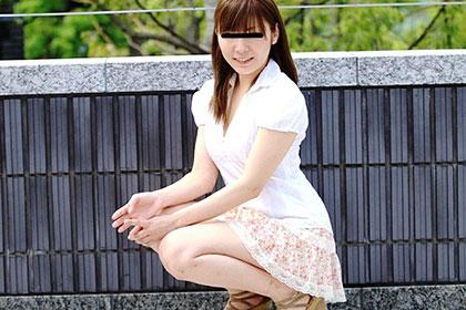 上京したての純朴パイパン娘 バイトのつもりがメイド服着てハメ撮り! 宮藤まい