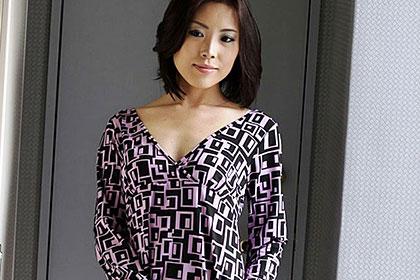 スッピン熟女 あの昼間から上司と不倫していた美魔女OLの素顔 阿佐美里佳子