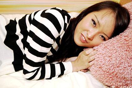 10代むすめの濃い陰毛マ◯コから滴る愛液 椎名栞李