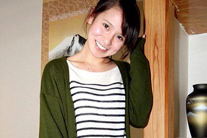 奥までズッポリ!イラマで涙目な美人ハーフ妻 平沢結愛