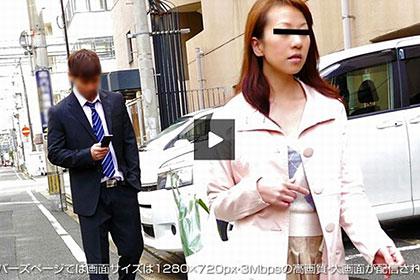買い物帰りの無防備な人妻 忍び寄る男の黒い影 新山紗江子