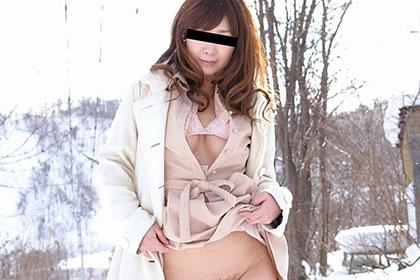 雪原で露出 アナル舐めにハマったむすめ 堀川真希
