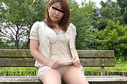 色白むっちり女子と公衆便所で即シャク 島崎加奈
