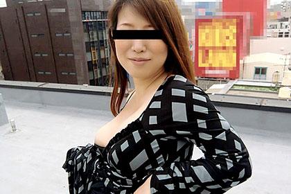 衝撃!8ヶ月妊婦が屋上で野外露出! ひとみ