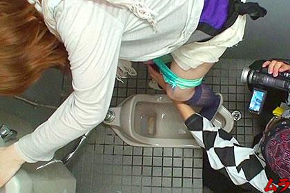 店長がいないスキに泥酔した女性客をトイレに連れて行きハメてしまう居酒屋の店員がいるらしい