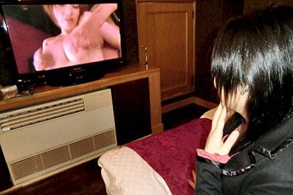 AVモデルに応募してきた経験の浅い女の子 AV観ながら生姦指導 美奈代
