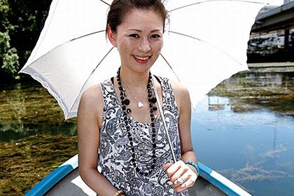 15歳も年下旦那がいる美熟女 暑い夏の日に野外露出 赤坂エレナ