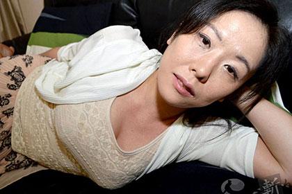 人妻のむっちりした肉体を満喫する 村沢とも子