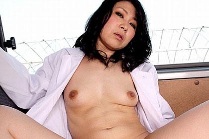 性欲ムンムンの熟女とお医者さんごっこ 宝城薫子
