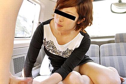 欲求不満のドS娘 言葉責めされながらのドラフェラとカーセックスはたまらない! 中川藍