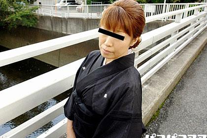 ワケあり喪服妻 生活苦のためにパイパンにしたあの熟妻が未亡人に 上田舞子