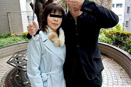 人妻投稿映像 結婚26年目、旦那の前でハメられ中出しされる変態美人妻 香坂由希