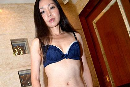 既に濡れている淫乱な肉壷妻 藤本紀久子