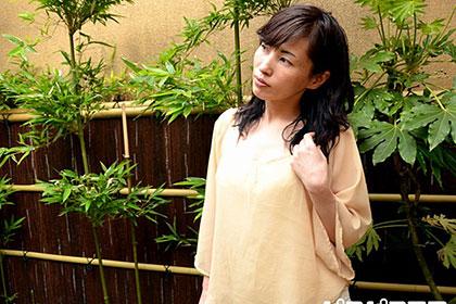 お金に困った美人妻に飛びっ子装着 卑猥な淫語でイキ狂う熟女 工藤幸子