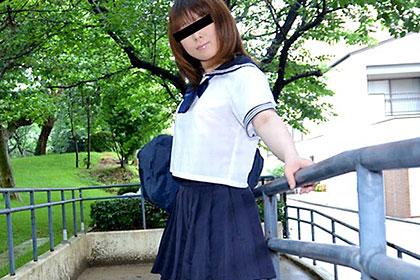 自前のセーラー服を着たJK ヒクヒクする尻穴を初開発! 西尾宏美