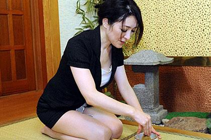 働く地方のお母さん 美人過ぎる茶道の出張講師 小早川しずく
