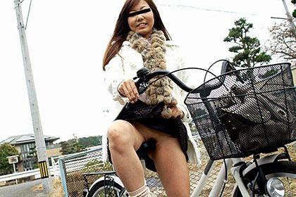 ママチャリ あの美人若妻と田舎道デート 美津屋麗子