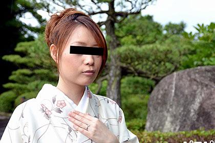 あのFカップ団地妻が清楚な着物でプチ露出 児島麻美
