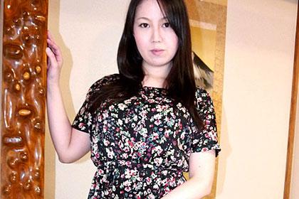 和室で絡み合うむっちり色白ボディ 橘恵美