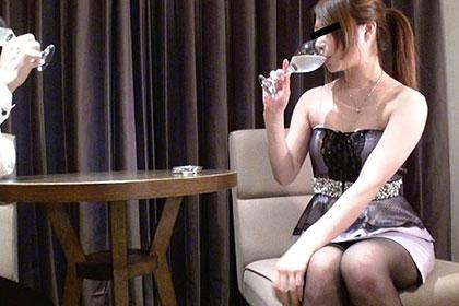 お気に入りのキャバ嬢とラブホで乾杯♪・・・ そのまま帰れるとでも思ってたのかよ! 児島咲